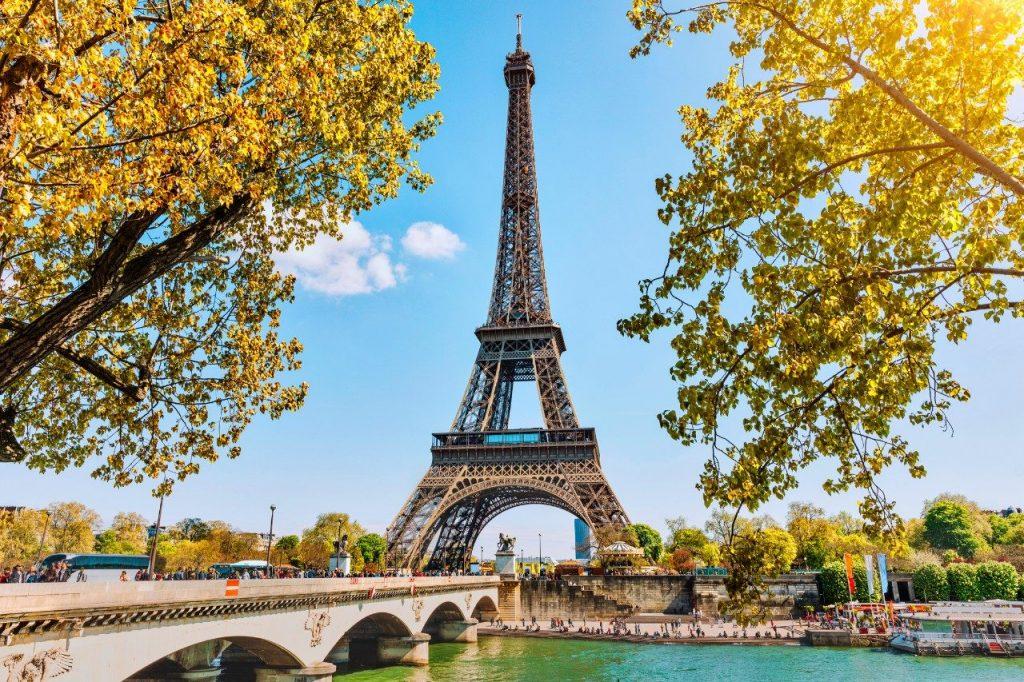 Liburan Romantis di Kota Paris